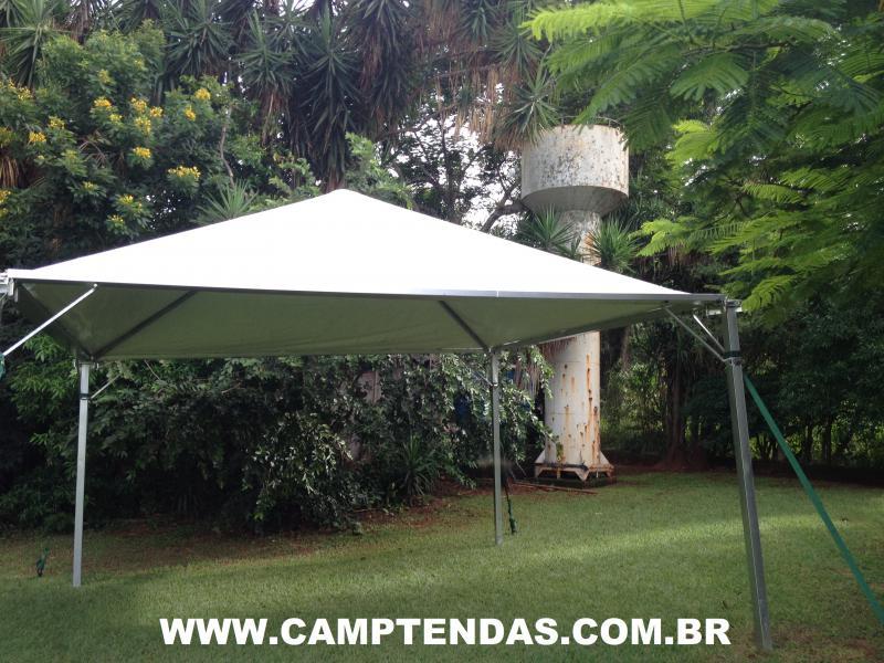 Tenda piramidal com calha
